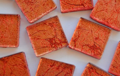 Softglas Mosaiksteine auffälliges Muster rot, 2x2cm 30St.-ca110g