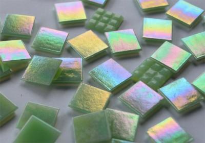 Glas Mosaiksteine schimmernd 2x2 cm hellgrün 50 St.- ca. 145g