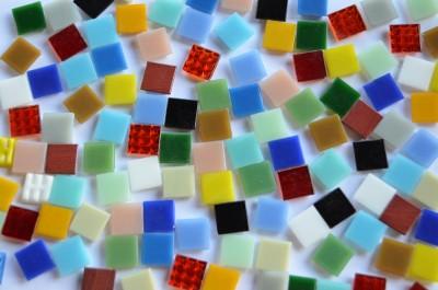 Glas Mosaiksteine 1,5x1,5cm Buntmix 150 Stück ca. 225 g. B-Ware!