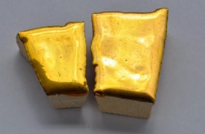 Bruchmosaik mit Goldbeschichtung 2 St. ca. 12g.