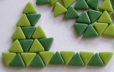 Mini Mosaiksteine dreieckig Seitenlänge 1cm Grünmix 30g ca.55 St
