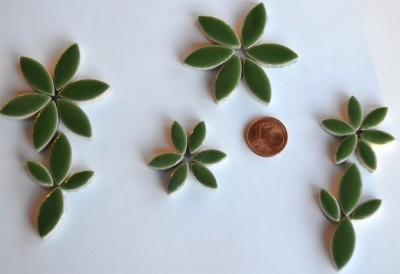 Mosaiksteine Blattform aus Keramik 2 Größen grün 36 St.- ca.32g