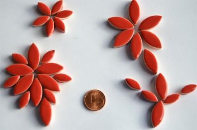 Mosaiksteine Blattform aus Keramik 2 Größen rot 36 St.- ca.32g