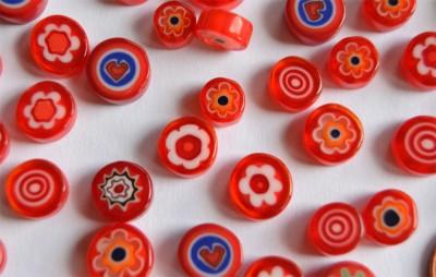 Millefiori Glas Mosaiksteine rund rot 7-15mm 30g ca.25-30St.