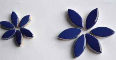 Mosaiksteine Blattform aus Keramik 2 Größen blau 36 St.- ca32g