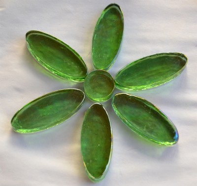 1 Blütenset grün irisierend 7 St. Glassteine ca.90g