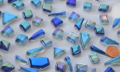 Glas Mosaiksteine unregelm. irisierend Blaumix 100g, ca. 50 St.