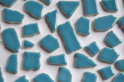 Bruchmosaik 1-3cm frostsicher Keramik hellblau 100g ca. 45 St.
