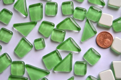 Softglas Mosaiksteine unregelmäßig hellgrün 200g ca.130-150 St.