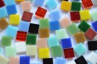 Glas Mosaiksteine 1,5x1,5 cm Buntmix 500g.- ca. 330 St.