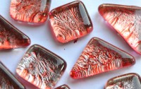 Soft- Glas Mosaiksteine unregelm. Blattstruktur rot 100g ca70St.