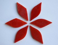 Tiffany Glas Blattform rot a 4x1,5cm 6 St.- ca. 12g.