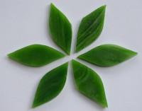 Tiffany Glas Blattform grün a 4x1,5cm 6 St.- ca. 12g.