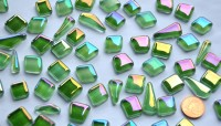 Glas Mosaiksteine unregelm. irisierend Grünmix 100g, ca. 50 St.