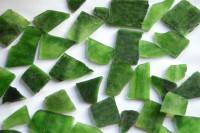 Tiffany Glas unbearbeitet grün transparent 3-5cm 200g ca. 30 St.