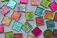 Mosaiksteine mit auffälligem Muster bunt, 2x2 cm 30 St.- ca.110g